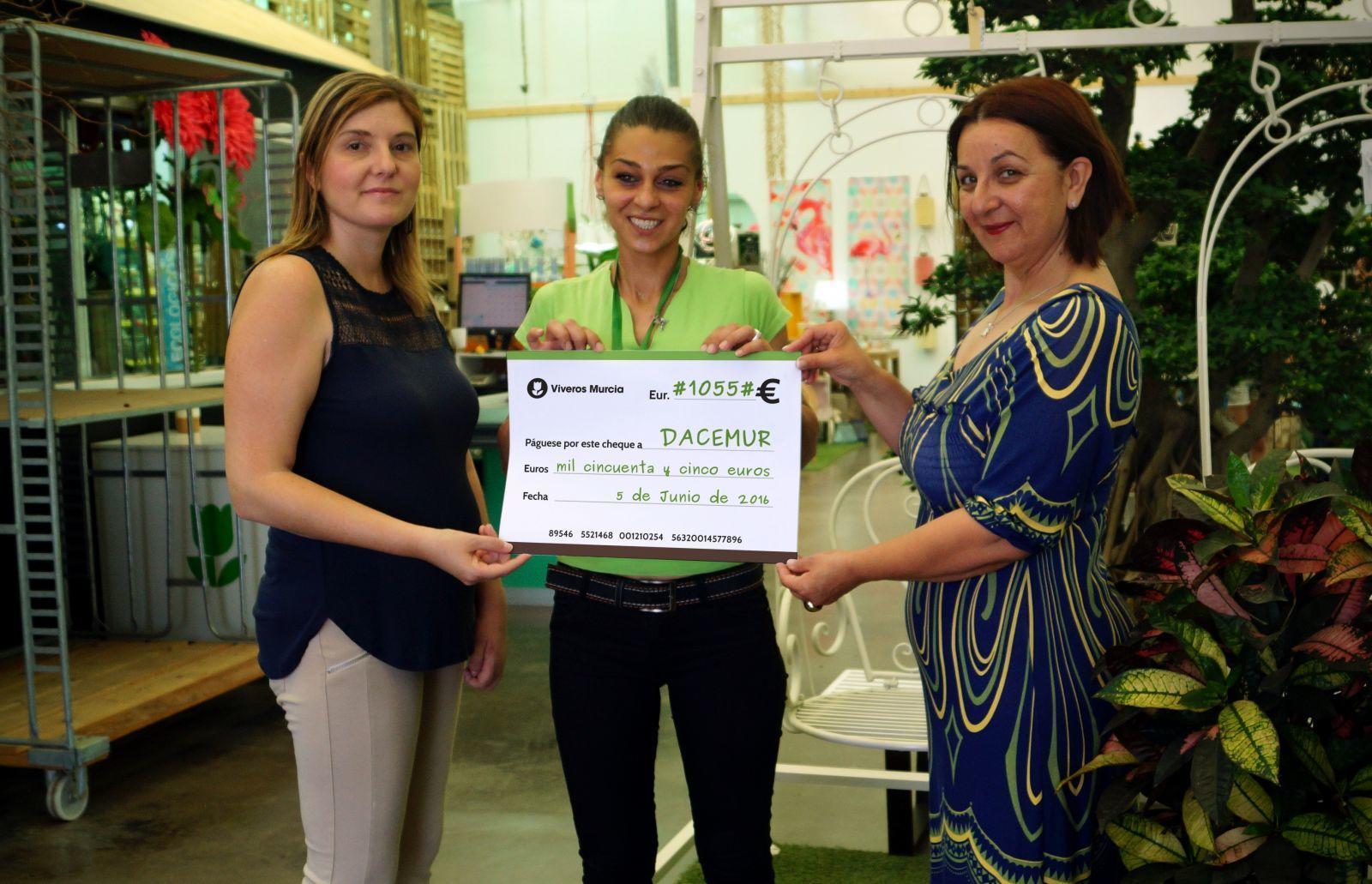 Viveros Murcia recauda 1055€ en donativos para DACEMUR